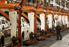 <p>A General Motors employee inspects Chevrolet Impalas on the production line in Oshawa, Canada August 21, 2006. The fate of the blockade of General Motors of Canada's <GM.N> headquarters in Oshawa, Ontario by the Canadian Auto Workers union, now in its ninth day, is in the hands of a judge on Thursday. REUTERS/J.P. Moczulski</p>