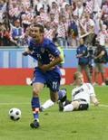 <p>Croácia vence favorita Alemanha e se aproxima de classificação.  Darijo Srna comemora seu gol contra a Alemanha. A Croácia conseguiu uma importante vitória por 2 x 1 sobre a Alemanha na Eurocopa e ficou próxima de garantir vaga nas quartas-de-final da competição. 12 de junho. Photo by Michael Dalder</p>