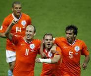 <p>Holanda goleia a França e se classifica para as quartas da Euro. A Holanda se classificou para as quartas-de-final da Eurocopa de 2008 com uma goleada por 4 x 1 sobre a França, que deixou as esperanças dos atuais vice-campeões mundiais penduradas por um fio. 13  de junho. Photo by Pascal Lauener</p>