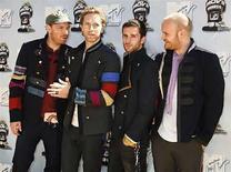 <p>Coldplay vendió 125.000 copias de su nuevo álbum en su primer día de estreno en el Reino Unido, una cifra sólida que expertos de la industria consideran una buena noticia para la banda y para su debilitado sello discográfico EMI. Miembros de la banda de rock Coldplay en los premios MTV Movie Awards 2008 en Los Angeles. 1 jun, 2008. (14/06/08) Photo by (C) FRED PROUSER / REUTERS/Reuters</p>