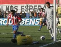 <p>Atacante paraguaio Salvador Cabañas comemora seu gol na vitória de 2 x 0 do Paraguai sobre o Brasil, em Assunção, neste domingo, pelas eliminatórias da Copa do Mundo de 2010. Photo by Stringer</p>