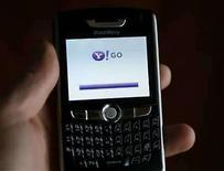 <p>La empresa de medios de internet Yahoo dijo el martes que seis empresas de telecomunicación en Asia ofrecerán su servicio de búsquedas en móviles. 'Ahora somos capaces de llegar a los 600 millones de suscriptores', dijo a los periodistas en una rueda de prensa David Ko, director gerente de Asia y vicepresidente de la división móvil de Yahoo. Photo by (C) MIKE BLAKE / REUTERS/Reuters</p>