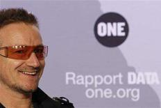 <p>U2 lead singer Bono speaks during a news conference to present the 2008 DATA (Debt, AIDS, Trade, Africa) Report in Paris June 18, 2008. The DATA Report 2008, released today by the organisation ONE, shows the G8 failing in its Africa anti-poverty commitments. REUTERS/Benoit Tessier</p>