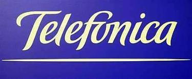<p>El logo de la compañía de telecomunicaciones Telefónica, 28 feb 2008.La empresa española de servicios tecnológicos Grupo Avanzit dijo el miércoles que suscribió un acuerdo con la compañía de telecomunicaciones Telefónica para comercializar soluciones de localización satelital en Latinoamérica. Navento, filial de Avanzit, aportará las soluciones de mapas satelitales para las operadoras locales de Telefónica en negocios de gestión de flotas, vehículos, mercancías, así como en seguridad y seguimiento de personal en empresas. Photo by (C) SERGIO PEREZ / REUTERS/Reuters</p>