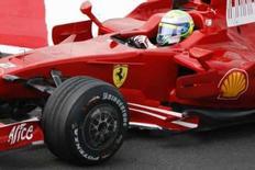 <p>O piloto brasileiro de Fórmula 1 Felipe Massa, da Ferrari, durante treino livre para o Grande Prêmio da França. Massa ditou o ritmo dos treinos livres para o GP da França, com um tempo praticamente igual ao recorde da pista. Photo by Regis Duvignau</p>