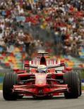 <p>Felipe Massa, da Ferrari, lidera a corrida durante o Grande Prêmio da França, 22 de junho de 2008 REUTERS. Photo by Benoit Tessier</p>