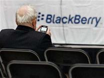 <p>A shareholder uses his Blackberry while waiting for the Research In Motion annual meeting to begin in Waterloo, July 17, 2007. REUTERS/J.P. Moczulski</p>