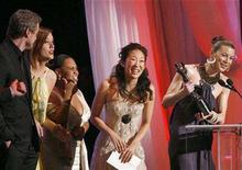 """<p>The ensemble cast of the television series """"Greys' Anatomy"""" (L-R) Eric Dane, Kate Walsh, Chandra Wilson, Sandra Oh and Ellen Pompeo accept the award for best ensemble in a drama series at the 13th Annual Screen Actors Guild Awards in Los Angeles January 28, 2007. REUTERS/Mario Anzuoni</p>"""