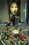 <p>A Japanese mother and her children walk in front of a portrait of John Lennon in Saitama, north of Tokyo December 8, 2005. REUTERS/Toshiyuki Aizawa</p>