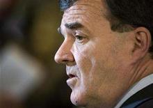 <p>Finance Minister Jim Flaherty speaks with the media following his meeting with provincial and territorial ministers of finance in Montreal, May 30, 2008. REUTERS/Christinne Muschi</p>