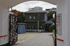 <p>An exterior view of a love motel at Hong Kong's Kowloon Tong district which is the old home of the late Hong Kong martial arts star Bruce Lee, June 24, 2008. A luxury mansion belonging to Kung Fu legend Bruce Lee in Hong Kong may be preserved as a museum, giving belated recognition to one of the city's most famous sons, a newspaper reported on Thursday. REUTERS/Bobby Yip</p>