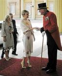 <p>Australian singer Kylie Minogue arrives at Buckingham Palace, where she will receive an OBE from Britain's Prince Charles for her services to music, in London July 3, 2008. REUTERS/Martin Keene/Pool</p>
