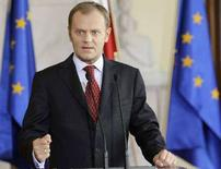 <p>Премьер-министр Польши Дональд Туск выступает перед журналистами в Варшаве 4 июля 2008 года. Польша в пятницу отклонила предложение Соединенных Штатов разместить на польской территории элементы американской системы ПРО, посчитав неудовлетворительными заявленные условия, однако не отказалась от дальнейших переговоров с Вашингтоном (REUTERS/Peter Andrews)</p>