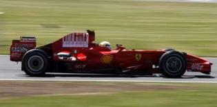 <p>Ferrari pede desculpas a Massa após treino em Silverstone. A Ferrari se desculpou com o líder do campeonato de Fórmula 1, Felipe Massa, neste sábado, após ter decepcionado o brasileiro no treino classificatório para o GP da Inglaterra. 5 de julho. Photo by Andrew Winning</p>