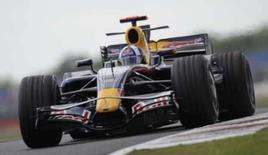 <p>Coulthard não completa nem uma volta em seu último GP em casa. O pilto David Coulthard, da Red Bull, abandonou seu último GP da Inglaterra, neste domingo, após seu carro escorregar na pista molhada sem ter completado sequer uma volta. 6 de julho. Photo by Eddie Keogh</p>