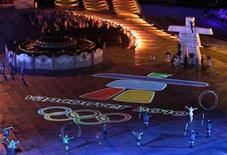 <p>The Vancouver 2010 logo is presented during the closing ceremony of the Torino 2006 Winter Olympic Games in Turin, Italy, February 26, 2006. REUTERS/Ezra Shaw/Pool</p>