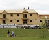 <p>Fort McMurray residents walk by a new housing construction site in Fort McMurray, Alberta, in this May 23, 2006 file photo. REUTERS/Todd Korol/Files</p>