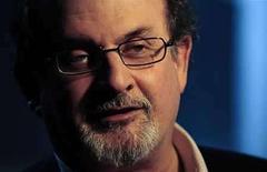 <p>Salman Rushdie (en la foto) es un fuerte favorito para ganar el jueves el 'Mejor Premio Booker', que conmemora el 40 aniversario de uno de los premios literarios más codiciados del mundo. El autor británico, cuya novela de 1988 'The Satanic Verses' (Los versos satánicos) enfureció a muchos musulmanes y generó amenazas de muerte en su contra, fue el favorito por 1-8, con 'Midnight's Children' (Hijos de la Medianoche), que ganó el Premio Booker en 1981. Photo by (C) DYLAN MARTINEZ / REUTERS/Reuters</p>