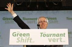 <p>Liberal leader Stephane Dion acknowledges a standing ovation during an event announcing his party's carbon tax plan on Parliament Hill in Ottawa June 19, 2008. REUTERS/Chris Wattie</p>