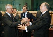 <p>Il ministro dell'economia Giulio Tremonti e la controparte spagnola Pedro Solbes REUTERS/Thierry Roge</p>