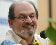<p>Salman Rushdie in una foto d'archivio. REUTERS/Andrea Comas</p>