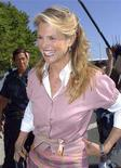 <p>Christie Brinkley leaves the New York State Supreme Court for her divorce trial against Peter Cook in Central Islip, New York, July 10, 2008. REUTERS/Stringer</p>