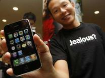 <p>Il primo acquirente dell'iPhone a Hong Kong REUTERS/Bobby Yip</p>
