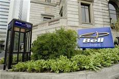 <p>A telephone booth and company sign are seen outside the offices of BCE Inc., Canada's largest telecoms group, in Montreal, May 21, 2008. REUTERS/Shaun Best</p>