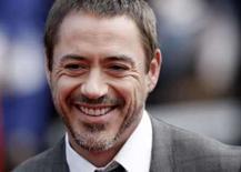 <p>Robert Downey Jr. será Sherlock Holmes em filme de Guy Ritchie. Robert Downey Jr., que vem tendo grandes bilheterias com 'Homem de Ferro', está em fase final de negociações para representar Sherlock Holmes no filme que Guy Ritchie vai dirigir sobre o detetive. Foto do Arquivo. Photo by Stephen Hird</p>
