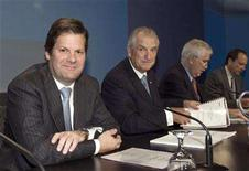 <p>Pierre Beaudoin (L), newly appointed president and chief executive officer of Bombardier Inc., waits for the start of the company's annual meeting as Laurent Beaudoin (2nd L), chairman of the board, looks up from his notes in Montreal, June 4, 2008. Bombardier has called a news conference for Sunday amid speculation the Canadian firm could announce the long-awaited launch of its CSeries jet. REUTERS/Christinne Muschi</p>