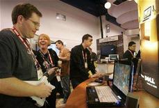 <p>Show attendee Brian Weinberg plays Guitar Hero III on a Dell laptop during the Consumer Electronics Show (CES) in Las Vegas, Nevada in this January 8, 2008 file photo. REUTERS/Steve Marcus</p>