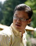 <p>El presidente ejecutivo de Yahoo!, Jerry Yang, en la conferencia Allen & Co en Sun Valley, Idaho, 10 jul 2008. El millonario Carl Icahn presentó el lunes un poder para nominar a nueve candidatos que reemplacen al actual directorio de Yahoo Inc y al presidente ejecutivo, luego de que la compañía de internet rechazó la última propuesta de Microsoft para comprar su negocio de búsquedas. Icahn, que es dueño de alrededor de un 5 por ciento de Yahoo y está trabajando con Microsoft Corp, reiteró que Steve Ballmer, presidente ejecutivo de Microsoft, ya no estaba interesado en negociar con el actual directorio de Yahoo. Photo by Rick Wilking/Reuters</p>