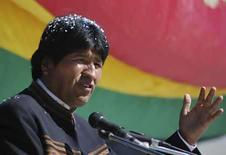 <p>El presidente de Bolivia, Evo Morales, habla durante una ceremonia en el pueblo de Uyuni, 11 jul 2008. El Gobierno de Bolivia dijo el lunes que recuperó unos 49 millones de dólares que el grupo de telecomunicaciones Telecom Italia había transferido a un banco británico desde su recientemente nacionalizada filial local Entel. Photo by Reuters</p>