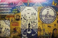 <p>Fotografía de archivo del trabajo del artista Banksy en un túnel cerca de la estación Waterloo en Londres, 23 jun 2008. Si el éxito del artista de grafitis Banksy depende de su anonimato, puede muy bien empezar a preocuparse. Apenas se sabe nada del artista de culto, cuyos trabajos son frecuentemente subversivos y políticos, alcanzan sumas astronómicas en subastas y son coleccionados por algunas de las celebridades más famosas del mundo. Photo by (C) FINBARR O'REILLY / REUTERS/Reuters</p>