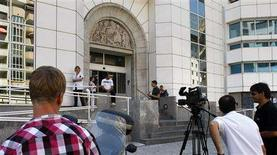 <p>The media wait in front of Nice Lenval hospital where U.S. actress Angelina Jolie gave birth to twins July 14, 2008. REUTERS/Robert Pratta</p>