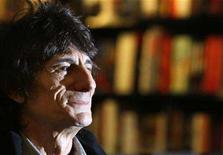 <p>Ronnie Wood, member of The Rolling Stones, attends a book signing for his autobiography, 'Ronnie', in central London, October 16, 2007. REUTERS/Toby Melville</p>