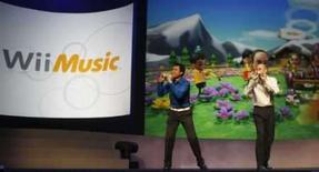 <p>Funcionários da Nintendo demonstram o novo jogo 'Wii Music' durante a feira E3, em Hollywood. Photo by Fred Prouser</p>