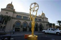 <p>A large Emmy statuette is displayed on a stage as work begins to construct the arrivals area for the 59th annual Primetime Emmy Awards at the Shrine Auditorium in Los Angeles in this September 12, 2007 file photo. REUTERS/Fred Prouser/Files</p>