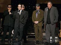 <p>Members of the music group 'Los Lobos' accept the 2007ALMA awards' Pioneer in Music award at the taping of the ALMA awards in Pasadena, California June 1, 2007. REUTERS/Fred Prouser</p>