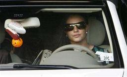 <p>Britney Spears drives her Mercedes Benz as she leaves the Stanley Mosk Courthouse garage after a child custody hearing with her ex-husband regarding her two sons in Los Angeles, California October 26, 2007. REUTERS/Fred Prouser</p>