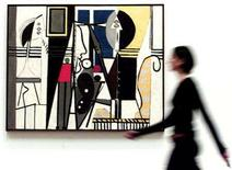 """<p>A woman walks past Pablo Picasso's """"Painter and Model"""" at London's Royal Academy of Arts, January 22, 2002. REUTERS/Ian Waldie</p>"""