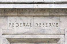 <p>Un dettaglio del palazzo della Fed a Washington. REUTERS/Jason Reed (UNITED STATES)</p>