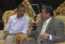 <p>Barack Obama na província de Ambar, junto com o governador  Mamoon Sami Rasheed. Photo by Reuters (Handout)</p>