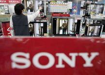 <p>Immagine d'archivio di una insegna di Sony in un negozio. REUTERS/Yuriko Nakao</p>