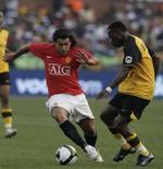 <p>Tevez se transfere ao Manchester United em negociação recorde. O Manchester United vai assinar com o argentino Carlos Tevez por 32 milhões de libras (63,52 milhões de dólares), na maior negociação já feita na Grã-Bretanha, de acordo com informações dos jornais deste sábado. 26 de julho. Photo by Siphiwe Sibeko</p>