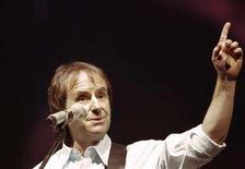 <p>File photo shows singer Chris de Burgh in Riga March 11, 2008. REUTERS/Ints Kalnins</p>