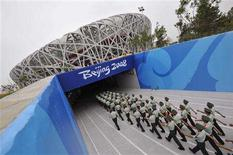<p>Paramilitary policemen march into the National Stadium, also known as the Bird's Nest, at the Olympic Green in Beijing, July 30, 2008. REUTERS/Joe Chan</p>