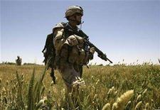 <p>Soldiers from the 3rd Battalion PPCLA (Princess Patricia's Canadian Light Infantry) out of Edmonton, Canada patrol an area during an operation in the Zharey district, Southern Afghanistan May 20, 2008. REUTERS/Peter Andrews</p>