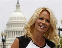 <p>Actress Pamela Anderson arrives at the Department of Health and Human Services in Washington April 25, 2008. REUTERS/Jim Young</p>