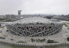 <p>China apresenta plano de emergência contra poluição nos Jogos. Vista aérea do estádio olímpico 'Ninho de Pássaro' em Pequim. A China anunciou a adoção de novas medidas emergenciais dentro e nas cercanias de Pequim para o caso de haver uma quantidade excessiva de poluição atmosférica durante os Jogos Olímpicos. 29 de julho. Photo by Joe Chan</p>